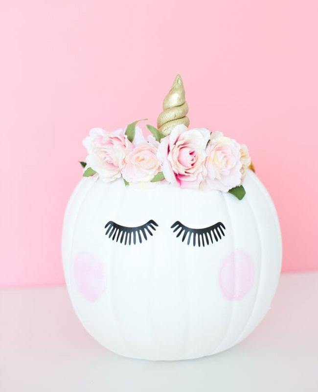 citrouille licorne blanche couronne fleurs halloween