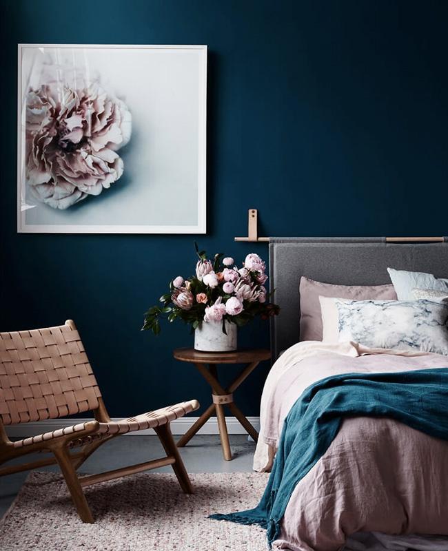 deco chambre adulte bleu nuit mur rose