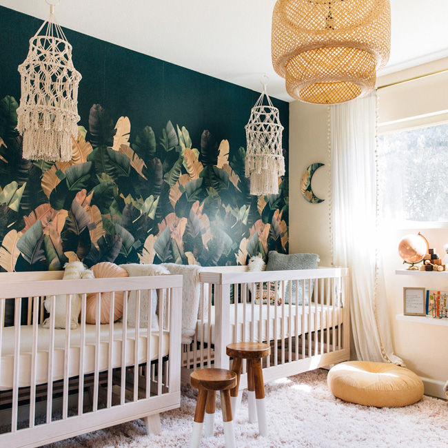 deco chambre bebe bleu canard papier peint tropical