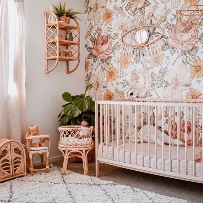 deco chambre bébé fille vert rose bohème rotin