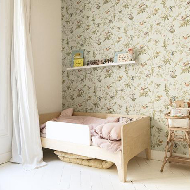 deco chambre bébé fille vert rose rétro papier peint
