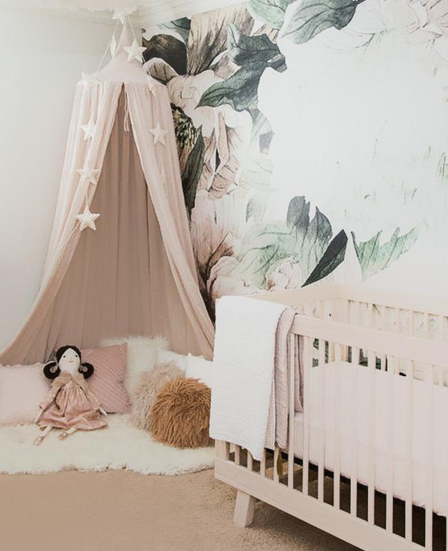 deco chambre bébé fille vert rose tropical