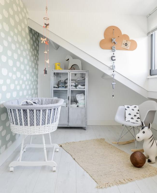 deco chambre bébé papier peint vert menthe