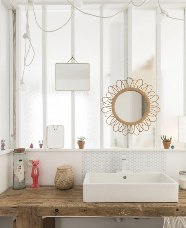 deco salle de bain bois blanc bohème rotin