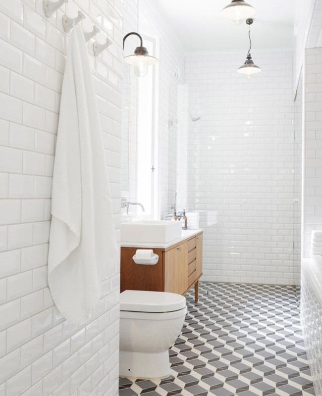 deco salle de bain bois blanc enfilade vintage