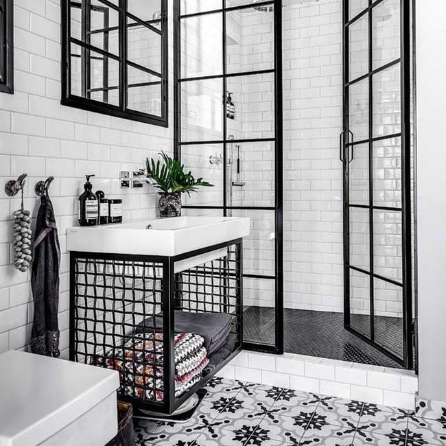 deco salle de bain industrielle métal noir et blanc