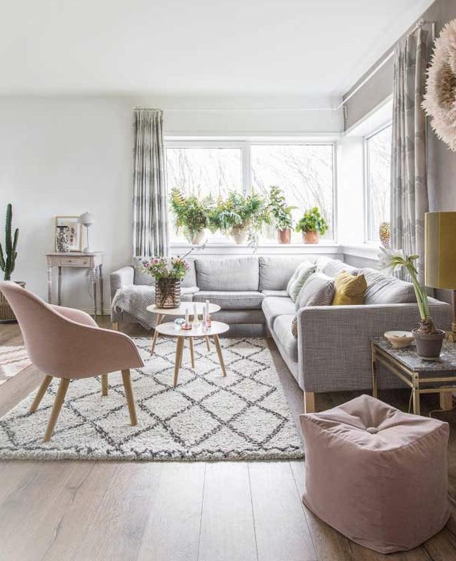 deco salon gris rose poudré fauteuil pouf