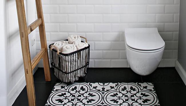 deco toilettes noir bois
