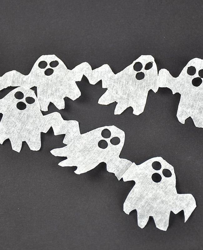 guirlande papier crépon diy halloween fantôme noir blanc
