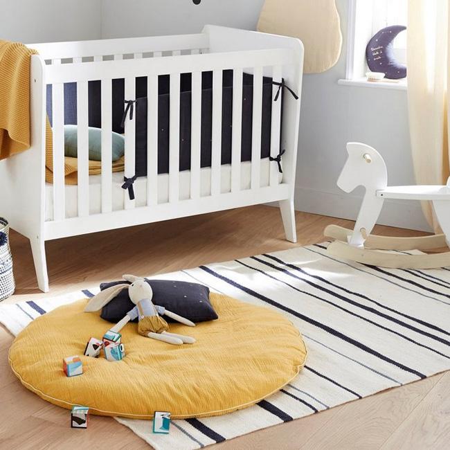 deco chambre bébé jaune moutarde coussin de sol