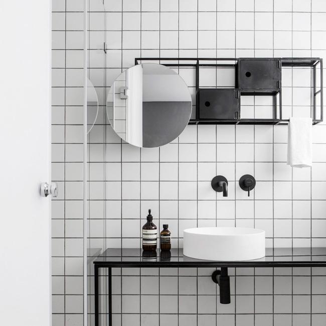 deco salle de bain industrielle moderne noir blanc