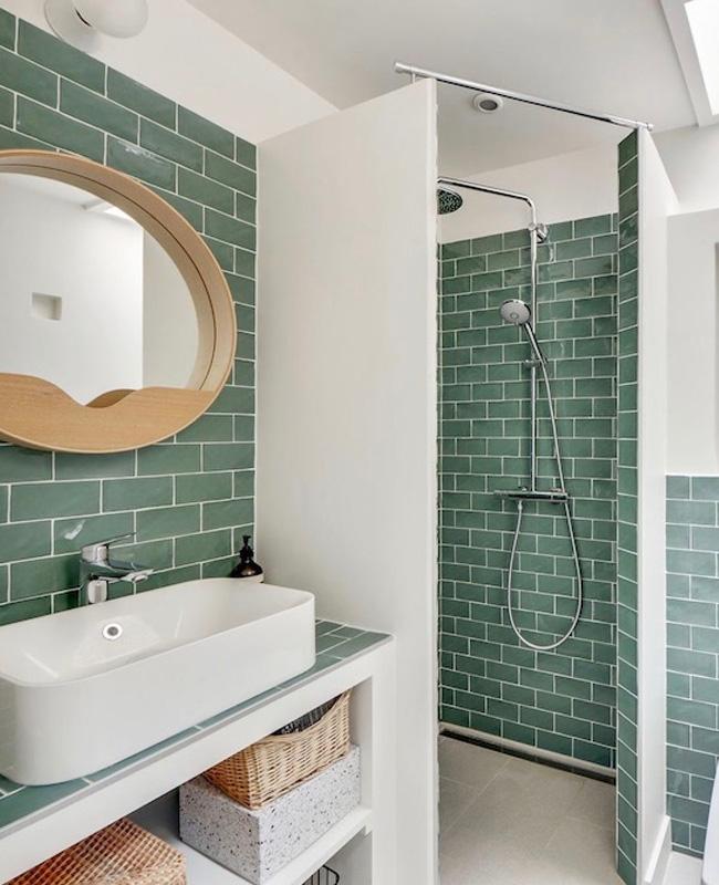 deco salle de bain vert blanc eau