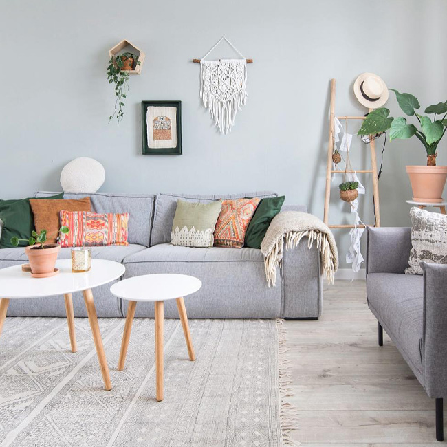 deco salon moderne gris vert mur coussin