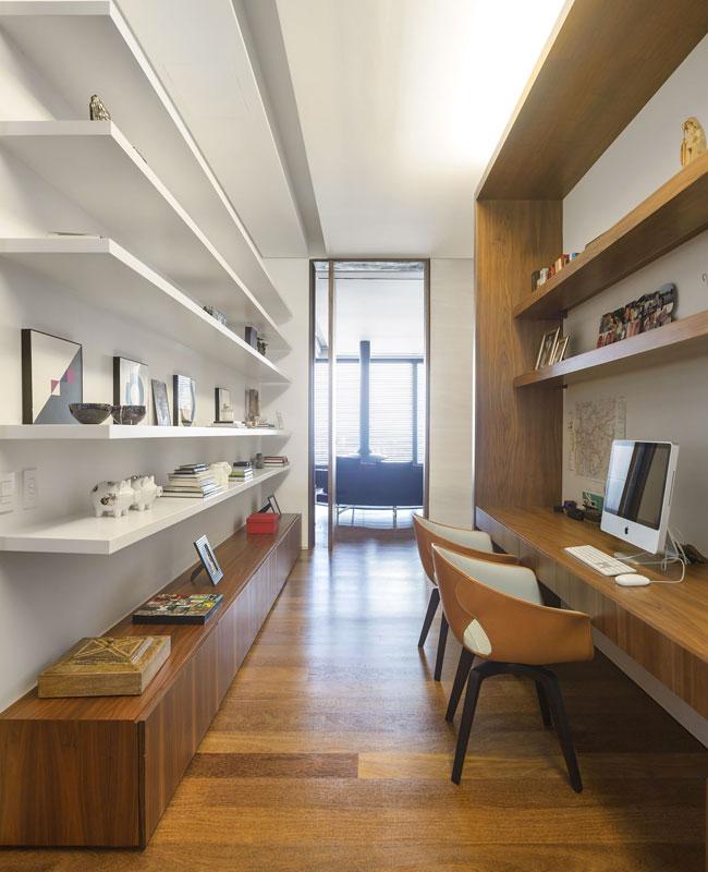 bureau dans couloir rangement