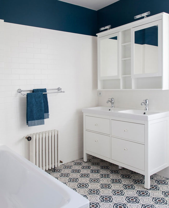 deco blanc bleu salle de bain