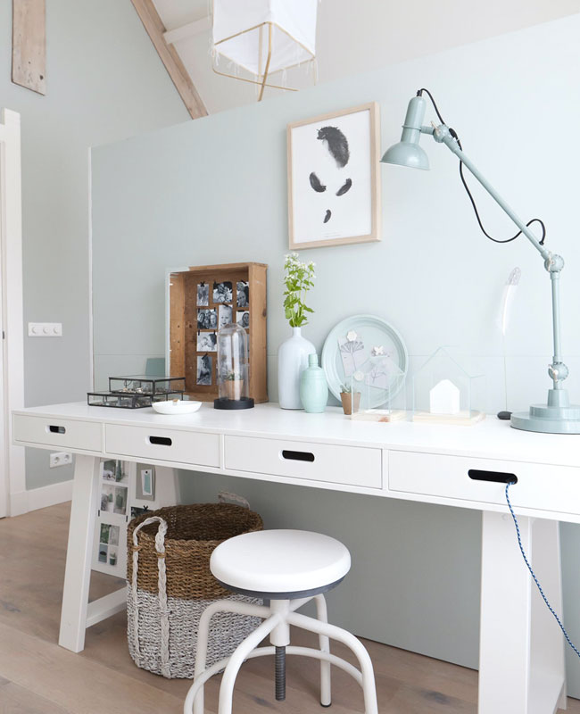 deco bureau bleu pastel blanc