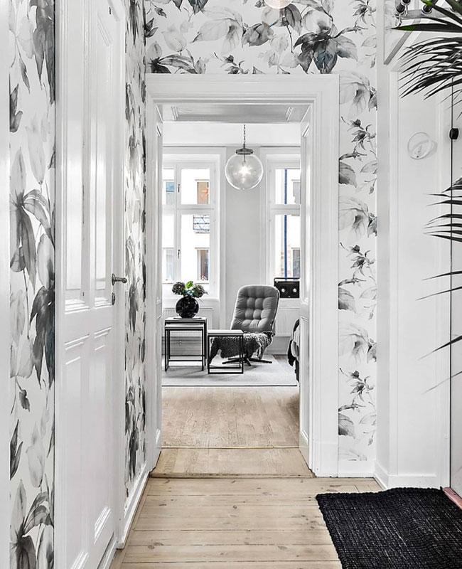 deco couloir blanc papier peint noir fleur