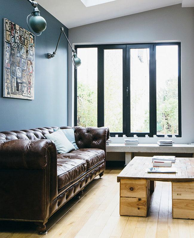 deco industrielle bleu mur salon