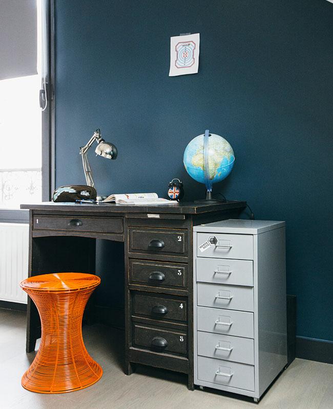deco industrielle bleu bureau mur