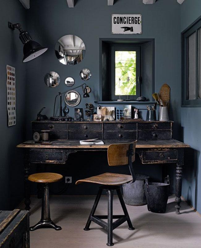 deco industrielle bleu bureau mur foncé