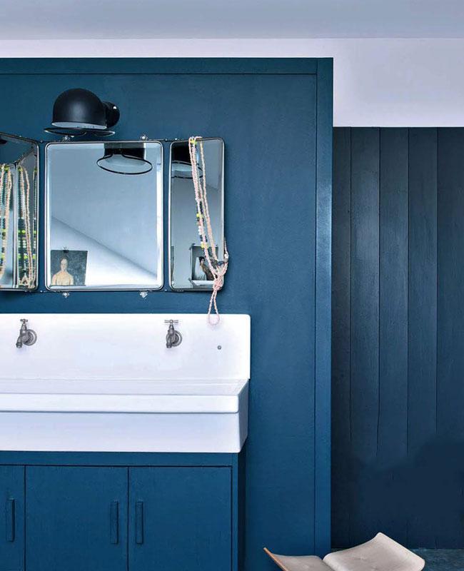 deco industrielle bleu canard salle de bain