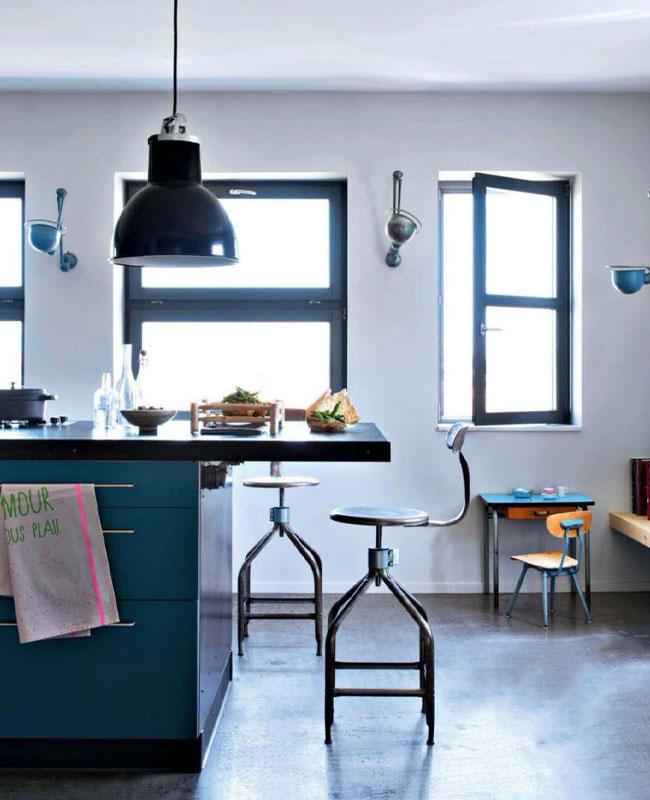 deco industrielle bleu canard cuisine