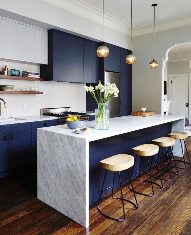 deco moderne bleu cuisine marbre