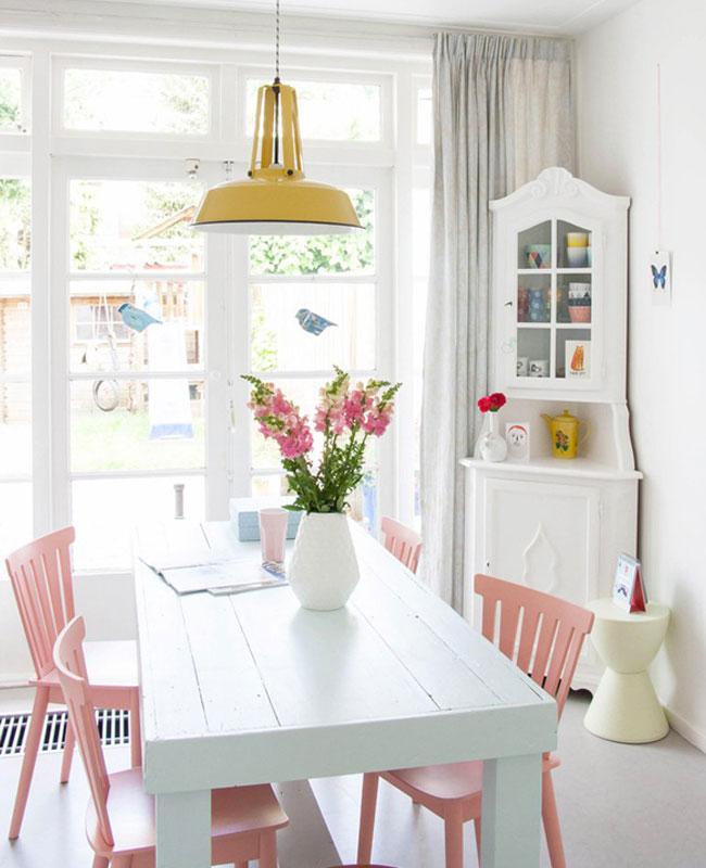 deco salle a manger rose blanc chaise