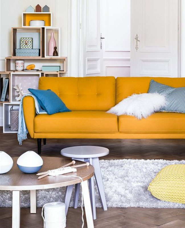deco scandinave jaune moutarde canape salon
