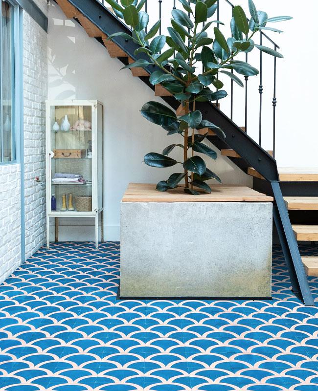 deco couloir carreaux de ciment bleu ecaille