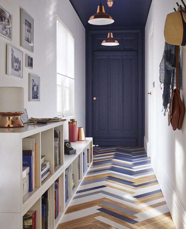 deco couloir bleu peinture porte