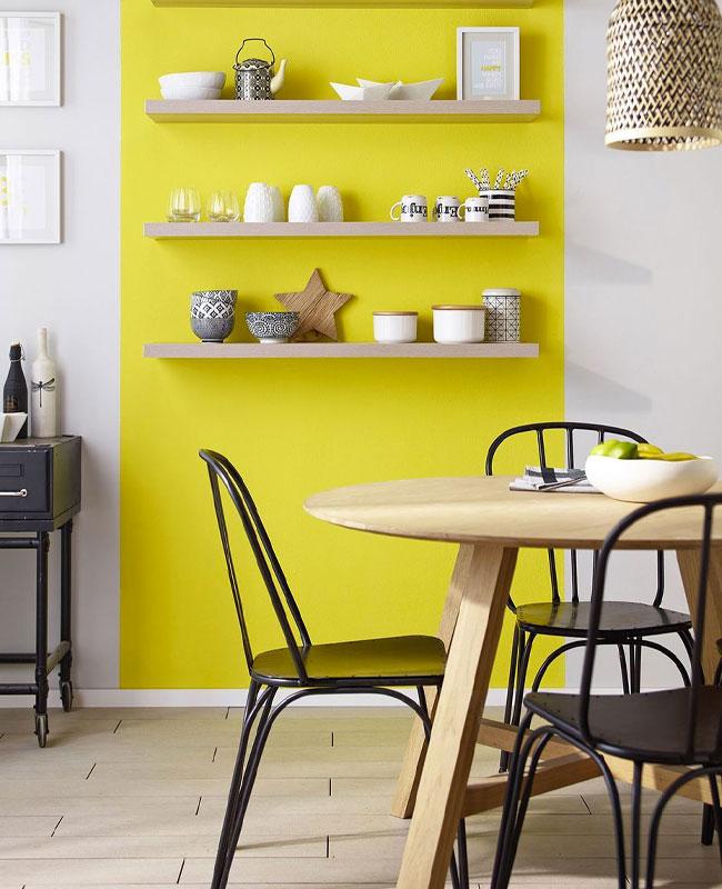 deco cuisine jaune mur étagère
