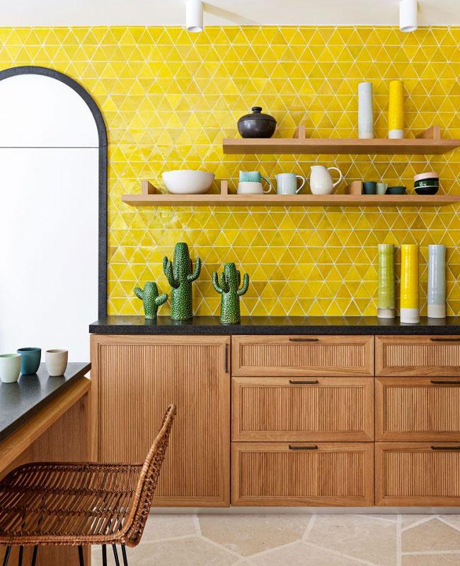 deco cuisine jaune carrelage triangle