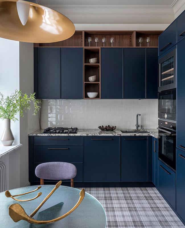 deco petite cuisine étagères hautes