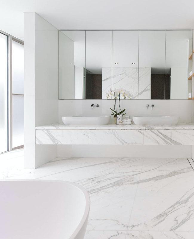 deco salle de bain blanc marbre