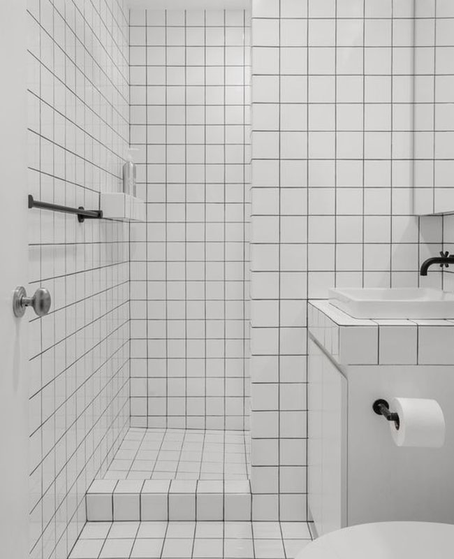 deco salle de bain blanc joints noirs