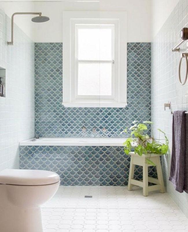 deco salle de bain bleu carrelage écaillé