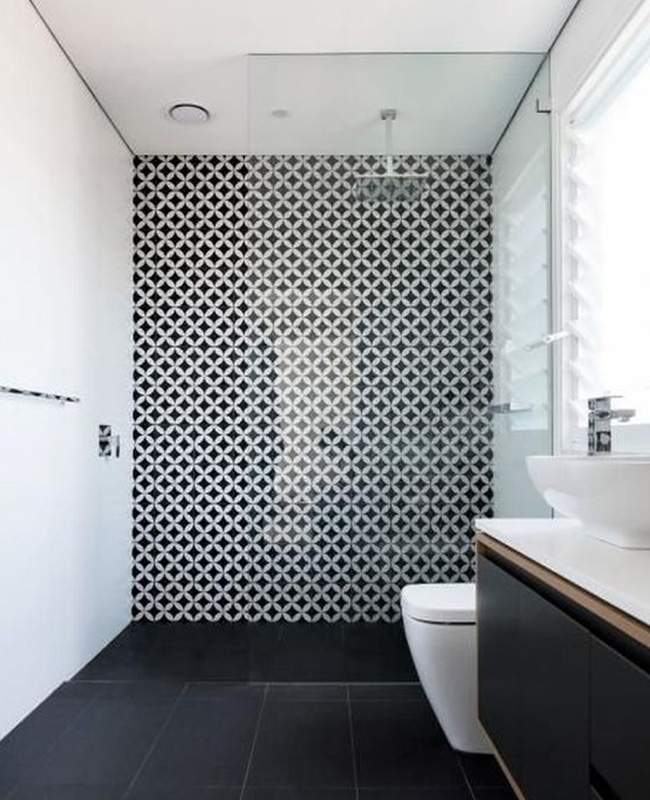 deco salle de bain noir carreaux ciment mur