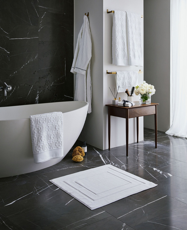 deco salle de bain noir marbre moderne