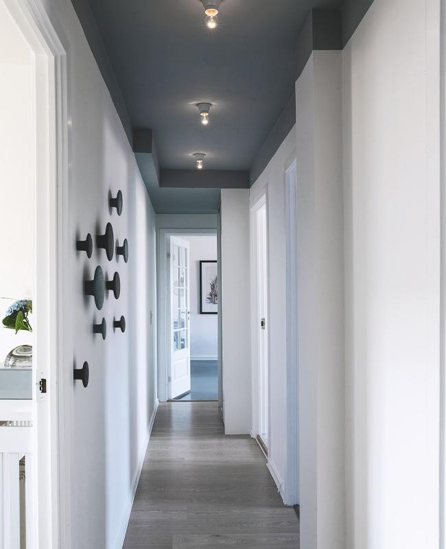 deco couloir gris plafond
