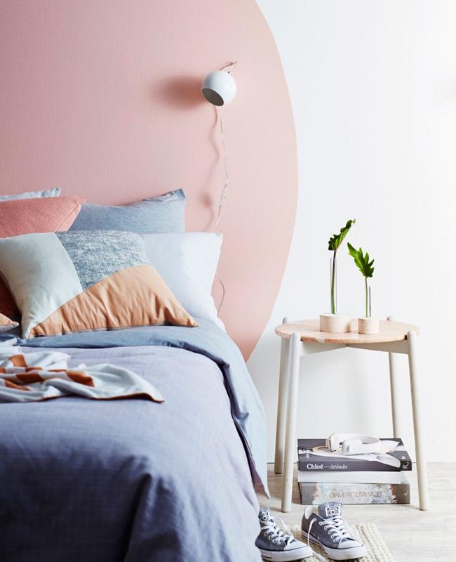deco chambre rose tête de lit peinture