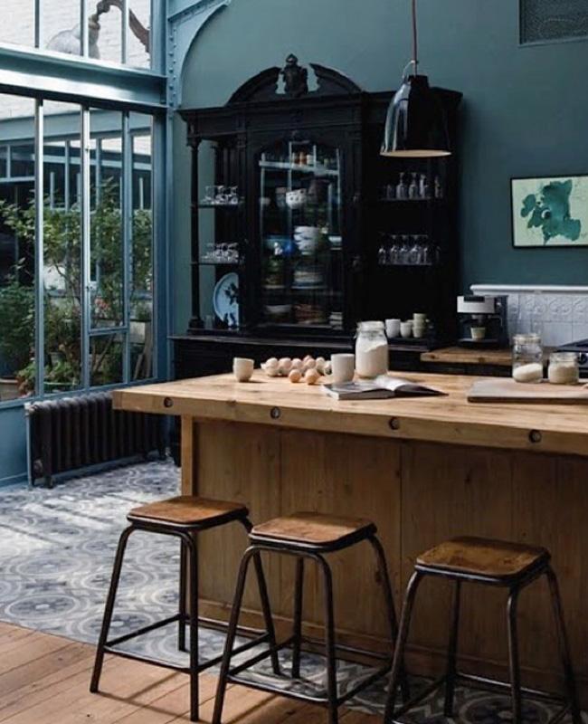 deco cuisine industrielle noire vert bois