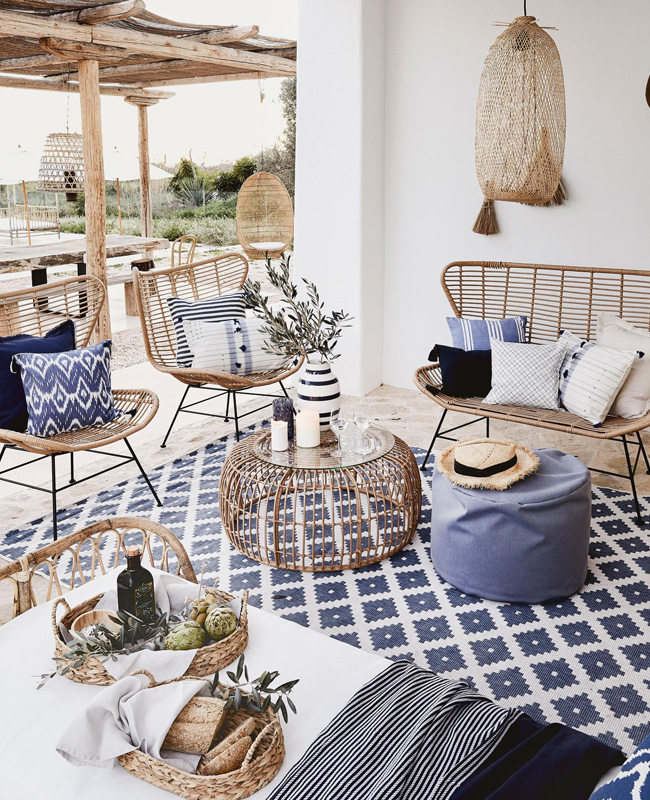 deco ethnique bleu blanc terrasse
