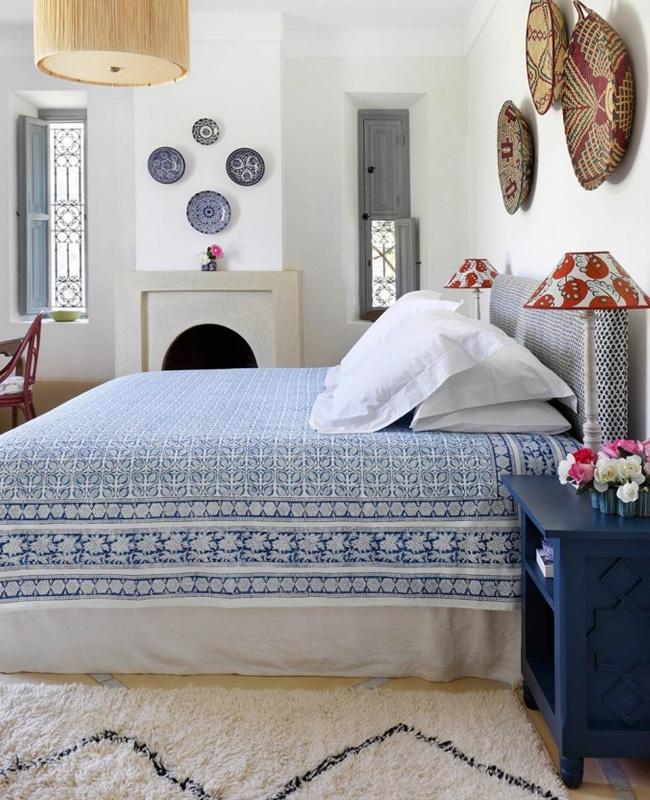 deco ethnique bleu blanc chambre