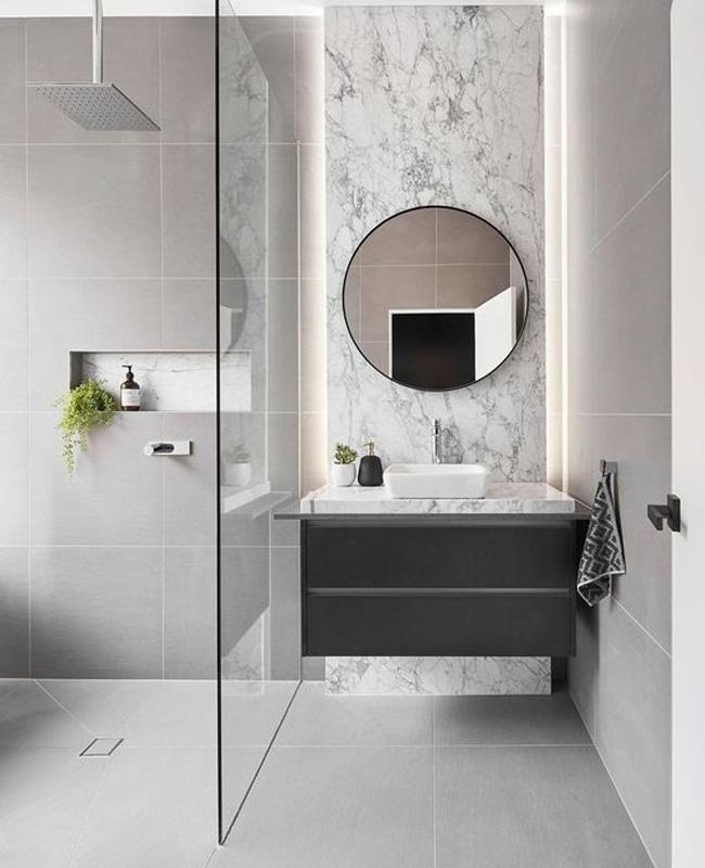 deco petite salle de bain moderne marbre