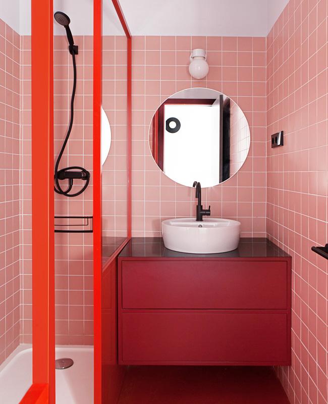 deco petite salle de bain moderne rose noir