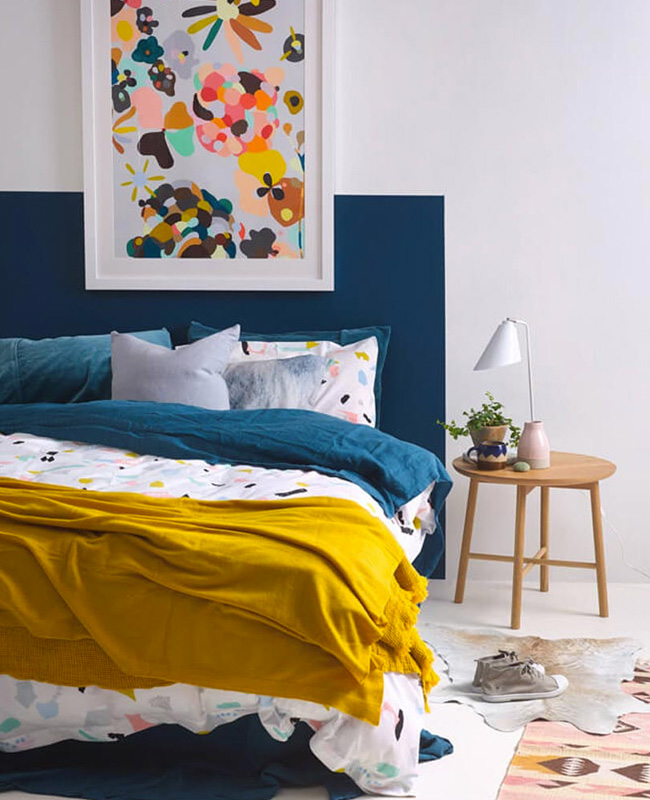deco jaune moutarde bleu chambre moderne