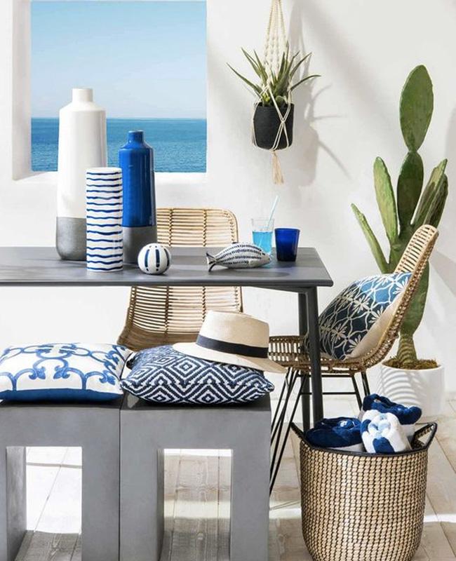 deco terrasse bord de mer bleu blanc Cyclades