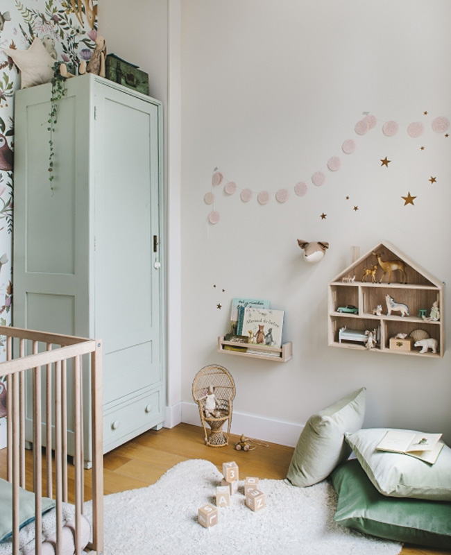 armoire vert pastel chambre bebe