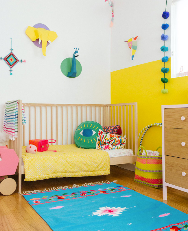 deco chambre bebe jaune bleu fun